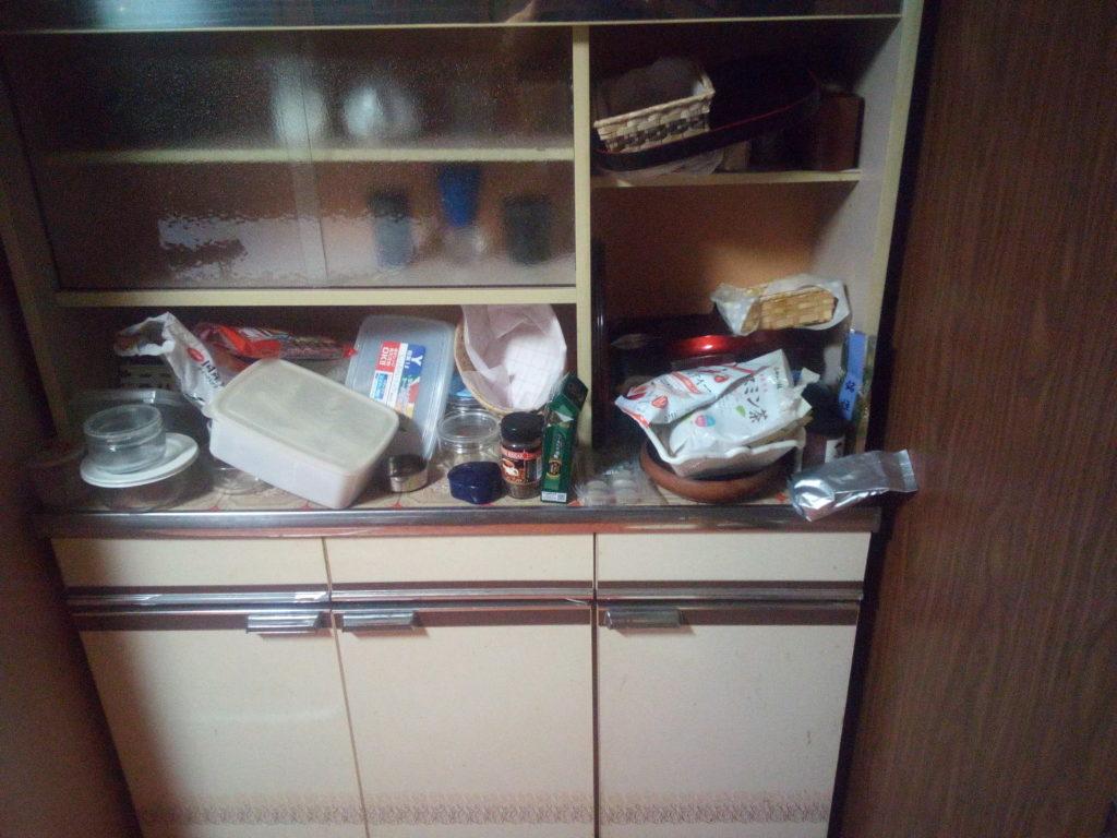 食器棚ラスト1