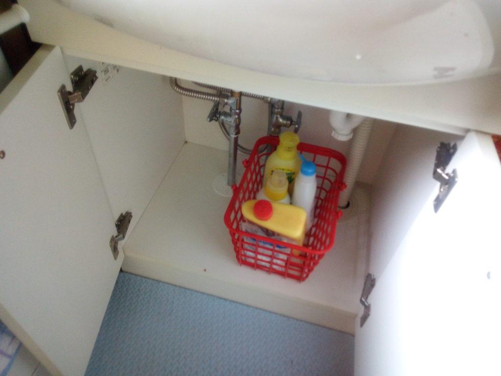 掃除後の洗面所下