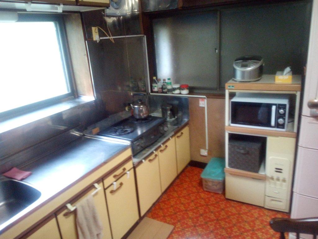 掃除後のキッチン1