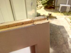 木枠を削った