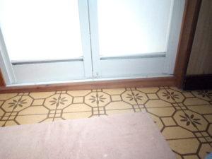 お風呂のドア傾き1